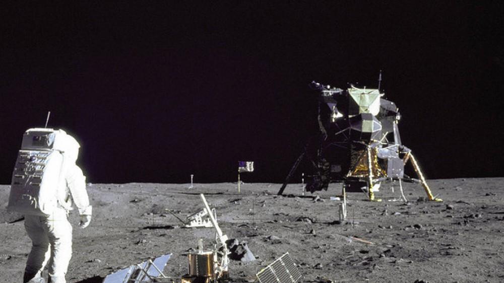 Un piccolo passo per un uomo, un grande balzo per l'umanità. Cinquantadue anni fa lo sbarco sulla Luna, e oggi parte il volo di Bezos
