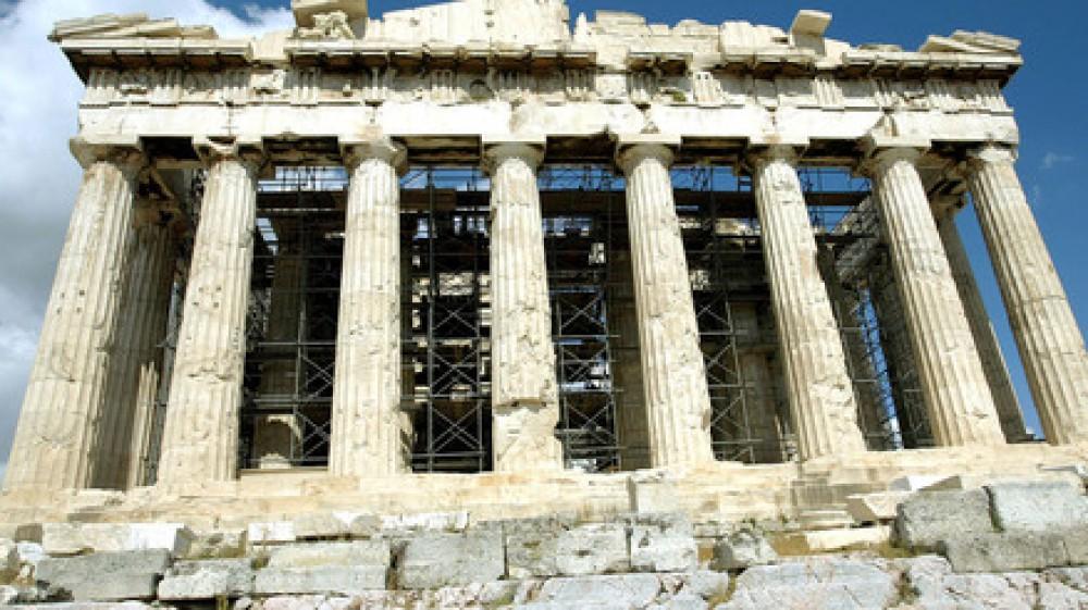 Una colata di cemento per rendere più accessibile il Partenone divide la capitale greca Atene, feroci le critiche