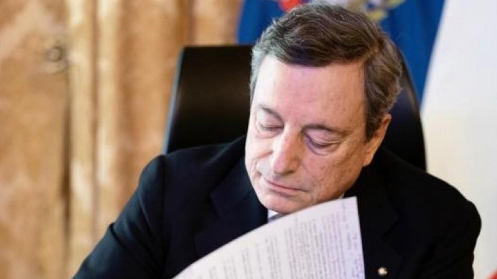 Vaccini, l'Europa litiga sui criteri di distribuzione e le Regioni replicano alle accuse del premier Draghi