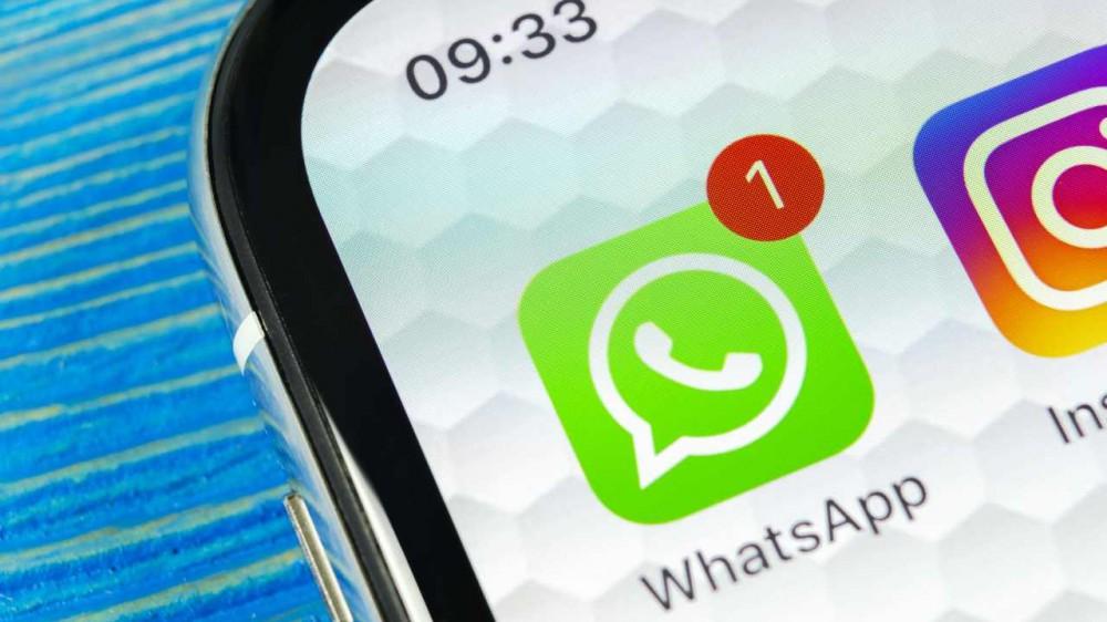 """WhatsApp potrà """"spiare"""" nelle nostre chat? Cosa sta succedendo a una delle app più scaricate al mondo?"""